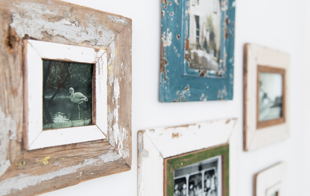 Village Cosy Room at The Idle Rocks - pictures on a wall