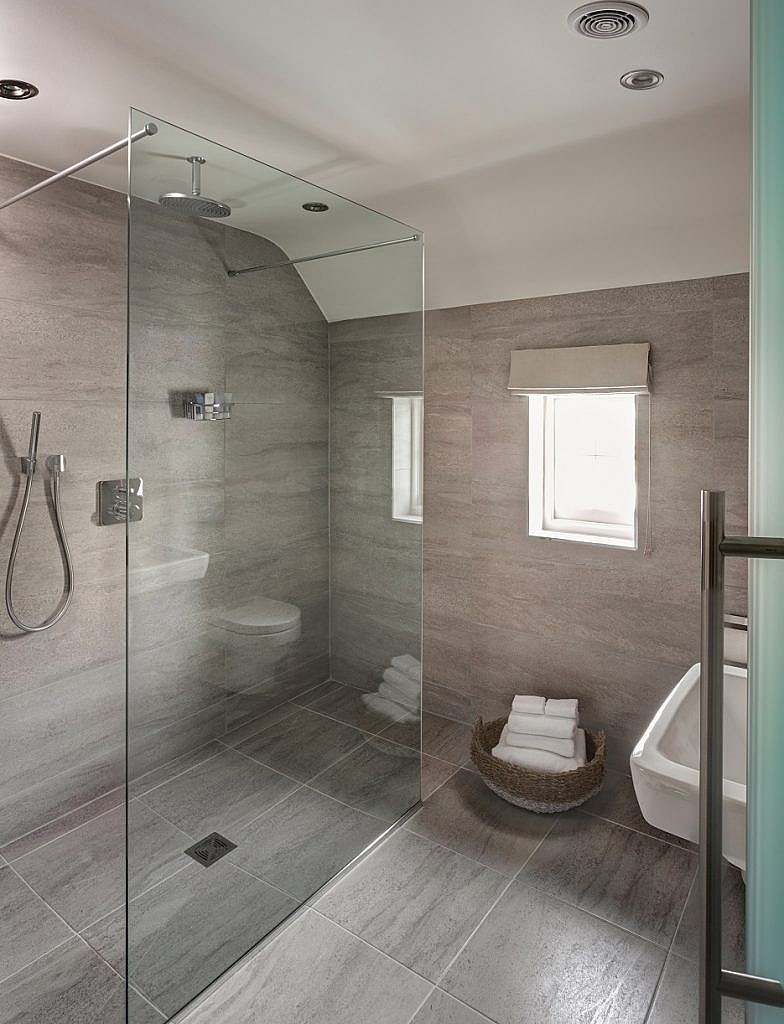 a view of the ensuite bathroom in room 19 at The Idle Rocks Hotel, St Mawes